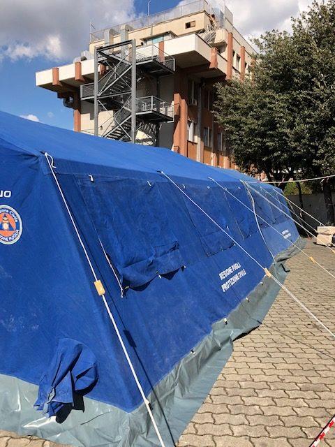 COVID 19 Installazione tende al Moscati di Taranto
